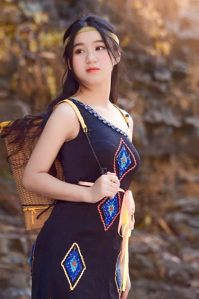 Thiếu nữ Đắk Lắk đẹp hút hồn trong trang phục dân tộc Ê Đê - 2