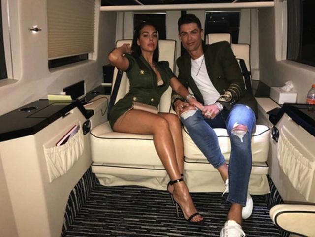 Bạn gái C.Ronaldo khoe trọn bộ trang sức có giá hơn 23 tỉ đồng - 3