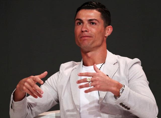 Bạn gái C.Ronaldo khoe trọn bộ trang sức có giá hơn 23 tỉ đồng - 4