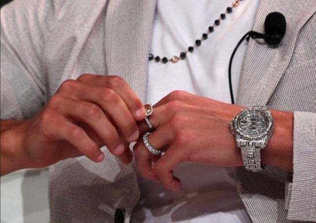 Bạn gái C.Ronaldo khoe trọn bộ trang sức có giá hơn 23 tỉ đồng - 5