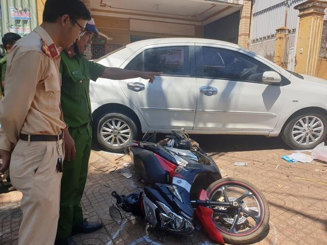 Đắk Nông: Ô tô đang đậu bỗng tụt dốc đè một phụ nữ tử vong - 1