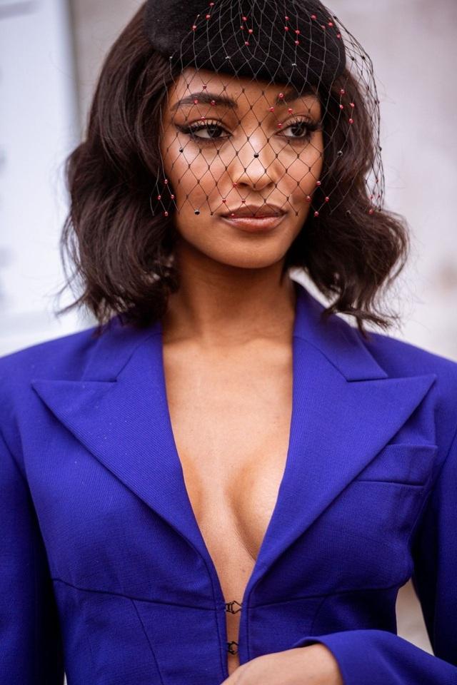 Siêu mẫu Jourdan Dunn diện áo lấp ló vòng một - 5