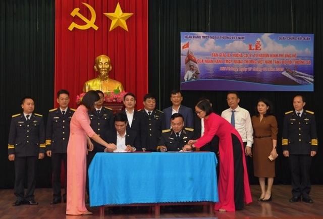 Vietcombank bàn giao 3 xuồng CQ-01 tặng bộ đội Trường Sa - 3