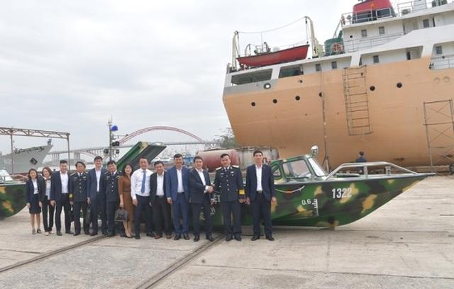 Vietcombank bàn giao 3 xuồng CQ-01 tặng bộ đội Trường Sa - 5