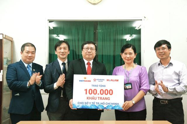 Vietbank, Hoa Lâm và Kohnan tài trợ 100.000 khẩu trang cho Sở Y tế TPHCM - 1