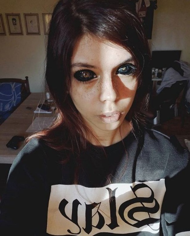 Xăm đen lòng mắt, người mẫu 25 tuổi nhận tin dữ sẽ bị mù hoàn toàn - 3