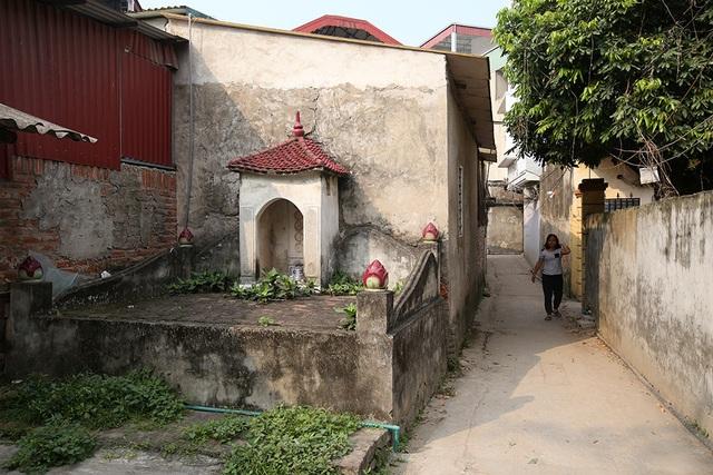 Nhà của người chết len giữa nhà người sống trên mặt đường Hà Nội - 10