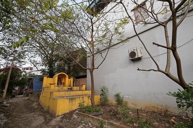 Nhà của người chết len giữa nhà người sống trên mặt đường Hà Nội - 11