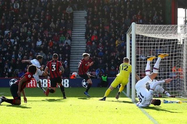 Bournemouth 2-2 Chelsea: Alonso cứu Chelsea thoát thua - 2