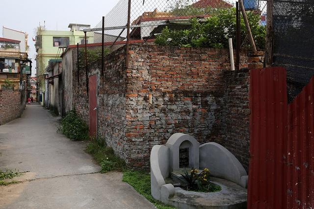 Nhà của người chết len giữa nhà người sống trên mặt đường Hà Nội - 13