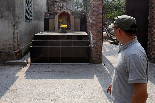 Nhà của người chết len giữa nhà người sống trên mặt đường Hà Nội - 2