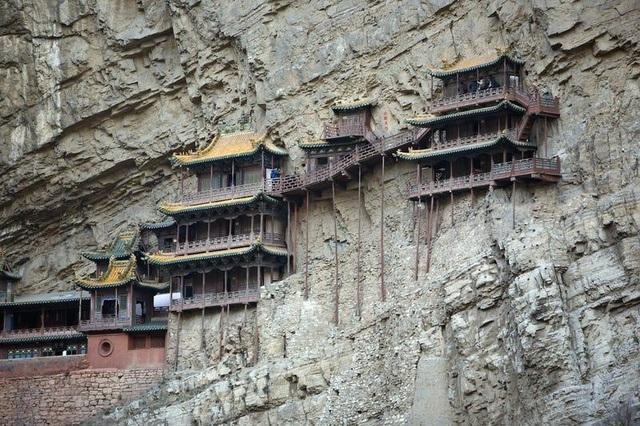 Loạt công trình kiến trúc được xây dựng ở nơi hiểm trở bậc nhất thế giới - 4