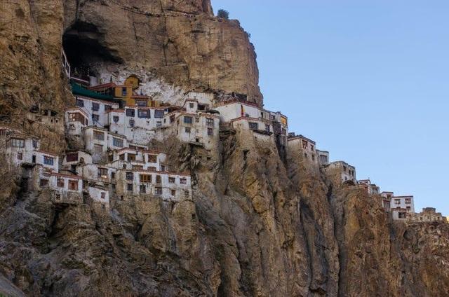 Loạt công trình kiến trúc được xây dựng ở nơi hiểm trở bậc nhất thế giới - 8
