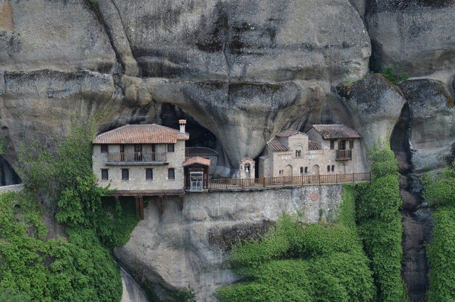 Loạt công trình kiến trúc được xây dựng ở nơi hiểm trở bậc nhất thế giới - 13