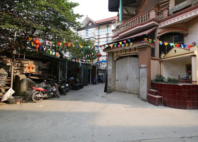 Nhà của người chết len giữa nhà người sống trên mặt đường Hà Nội - 3