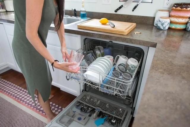Điểm mặt 7 thói quen gây lãng phí điện thường gặp - 5