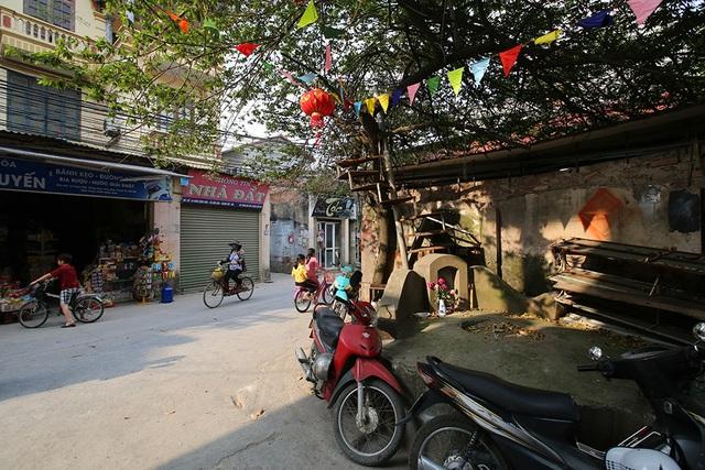 Nhà của người chết len giữa nhà người sống trên mặt đường Hà Nội - 5