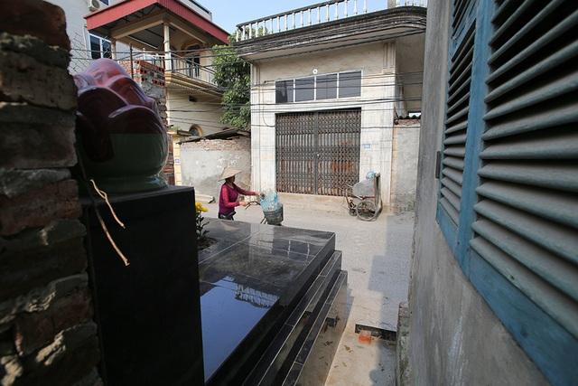 Nhà của người chết len giữa nhà người sống trên mặt đường Hà Nội - 7
