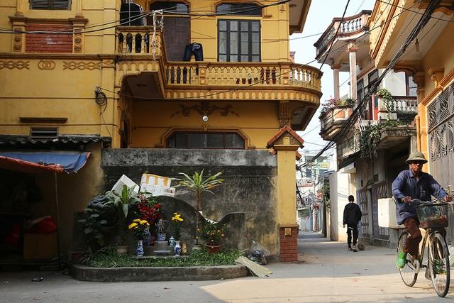 Nhà của người chết len giữa nhà người sống trên mặt đường Hà Nội - 9