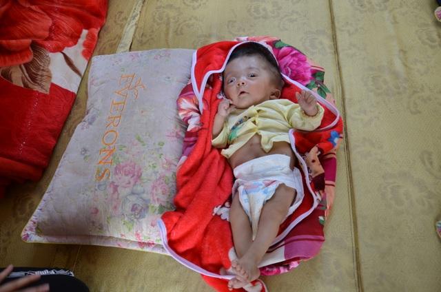 Tiếng khóc xé lòng của bé 7 tháng tuổi khắc khoải chờ bàn tay nhân ái - 3