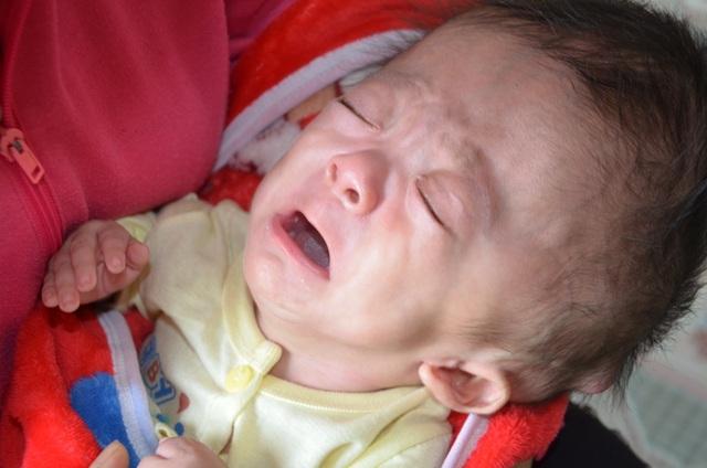 Tiếng khóc xé lòng của bé 7 tháng tuổi khắc khoải chờ bàn tay nhân ái - 5