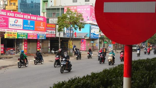 Đoàn xe băng băng đi ngược đường Hà Nội phản ứng bất ngờ khi gặp CSGT - 3