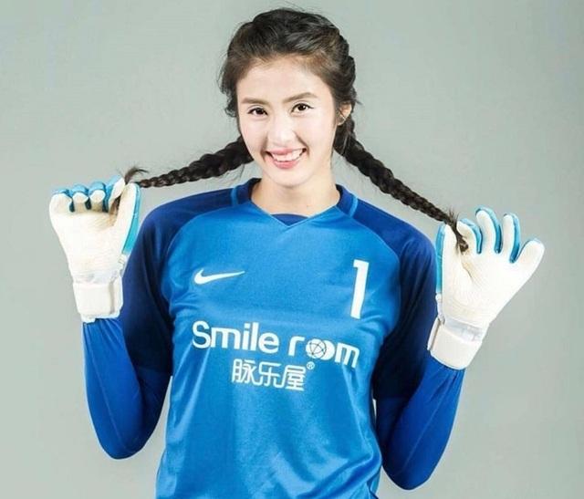 Vẻ đẹp như minh tinh màn ảnh của nữ thủ môn Trung Quốc - 1