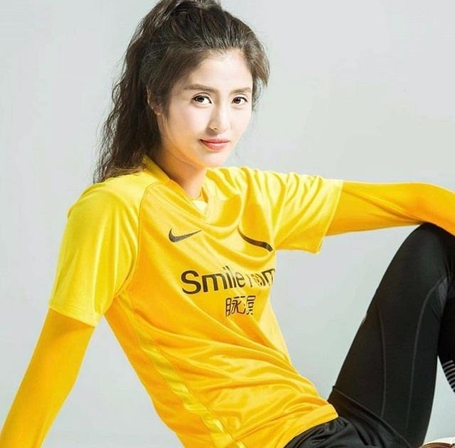 Vẻ đẹp như minh tinh màn ảnh của nữ thủ môn Trung Quốc - 6