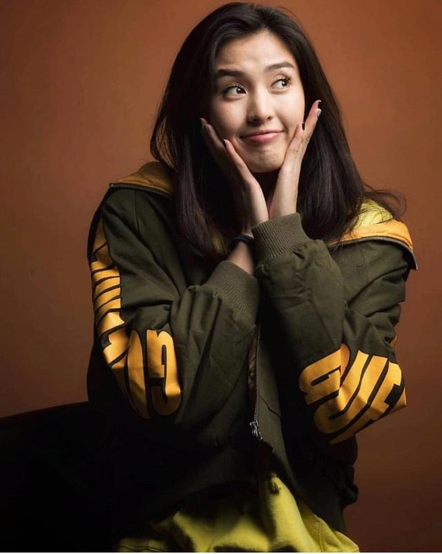 Vẻ đẹp như minh tinh màn ảnh của nữ thủ môn Trung Quốc - 10