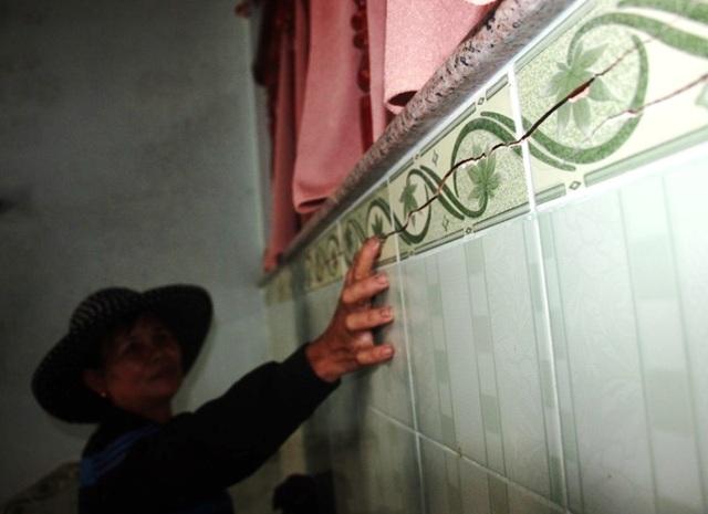 Hàng trăm ngôi nhà ven dự án bị nứt toác, dân nơm nớp lo sập nhà - 4