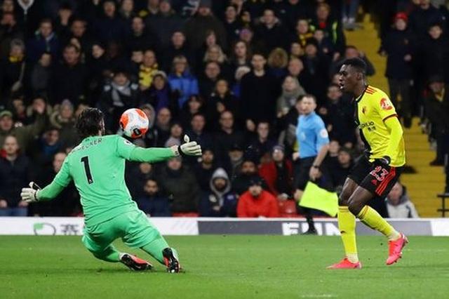 Những khoảnh khắc Liverpool bị quật ngã trên sân Watford - 11
