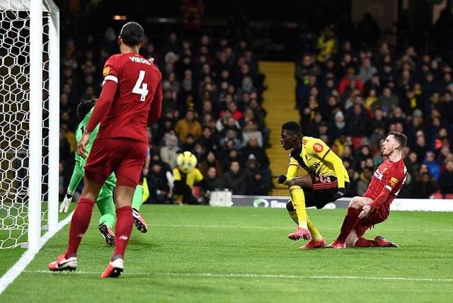 Những khoảnh khắc Liverpool bị quật ngã trên sân Watford - 9