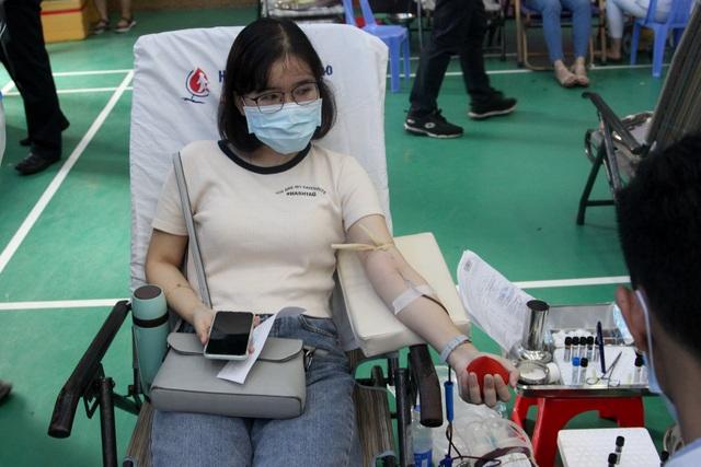 Chống Covid-19, hơn 1.000 công nhân, người lao động tình nguyện hiến máu - 3