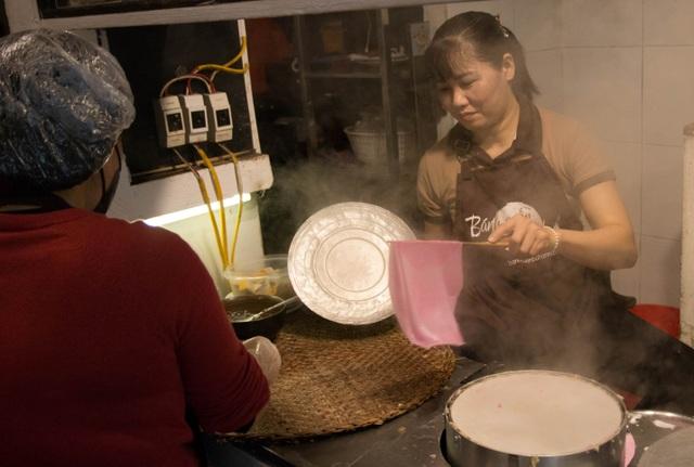 Tận mắt quy trình sản xuất bánh cuốn thanh long độc đáo nhất Hà thành - 1