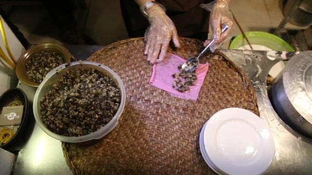 Tận mắt quy trình sản xuất bánh cuốn thanh long độc đáo nhất Hà thành - 2