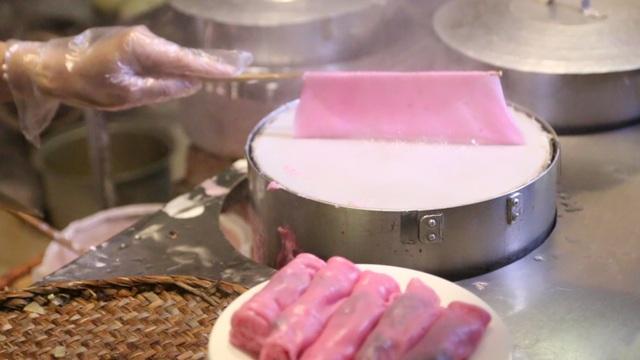 Tận mắt quy trình sản xuất bánh cuốn thanh long độc đáo nhất Hà thành - 3