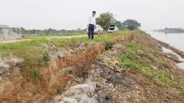 """Ninh Bình: """"Hà bá"""" đe dọa """"nuốt"""" trăm mét đê, dân nơm nớp lo sợ - 2"""