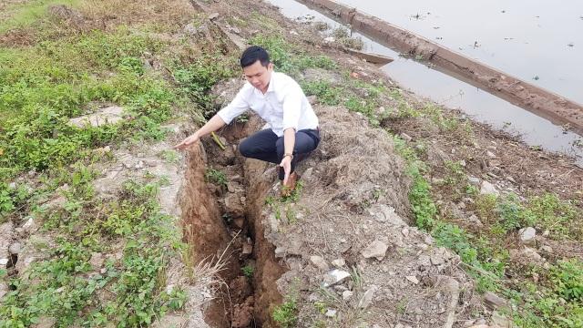 """Ninh Bình: """"Hà bá"""" đe dọa """"nuốt"""" trăm mét đê, dân nơm nớp lo sợ - 9"""