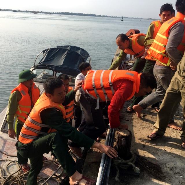 Chìm tàu trên biển, 11 thuyền viên được cứu sống - 1