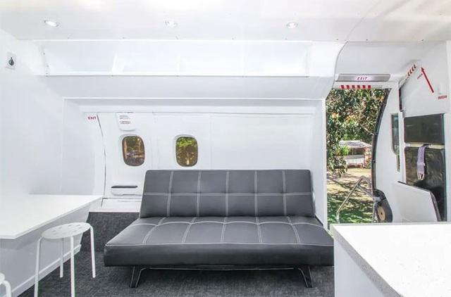 Độc đáo ngôi nhà đầy đủ tiện nghi giá 800 triệu được làm từ máy bay cũ - 1