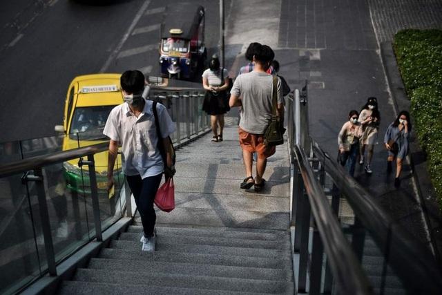 Thái Lan ghi nhận ca tử vong đầu tiên vì virus corona - 1