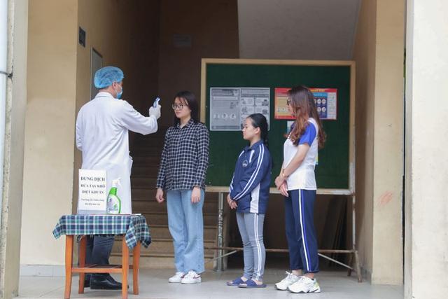 ĐH Quốc gia Hà Nội khử khuẩn phòng học đón SV trở lại trường ngày 2/3 - 3