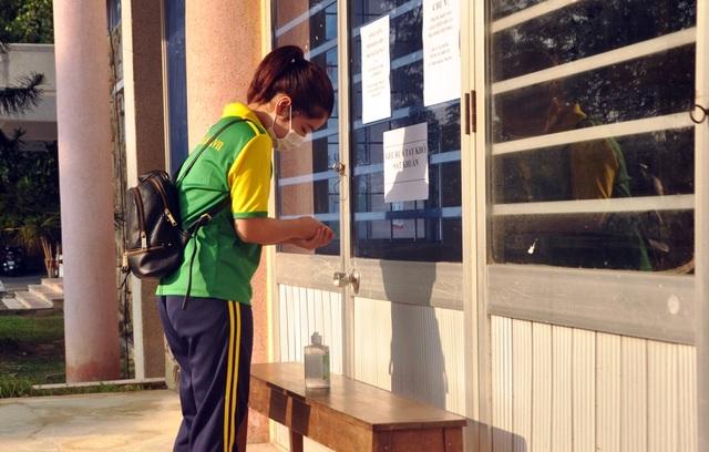 Chủ tịch tỉnh Thừa Thiên Huế kiểm tra công tác phòng dịch của nhà trường - 10