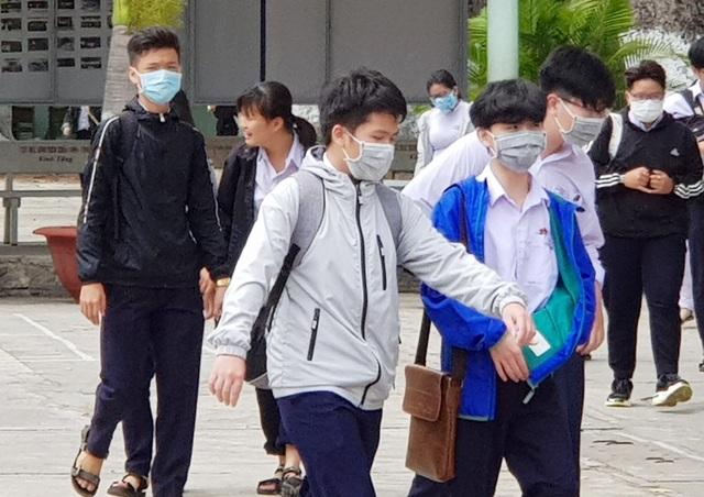 Hàng nghìn học sinh vắng học trong ngày đầu quay lại trường - 1