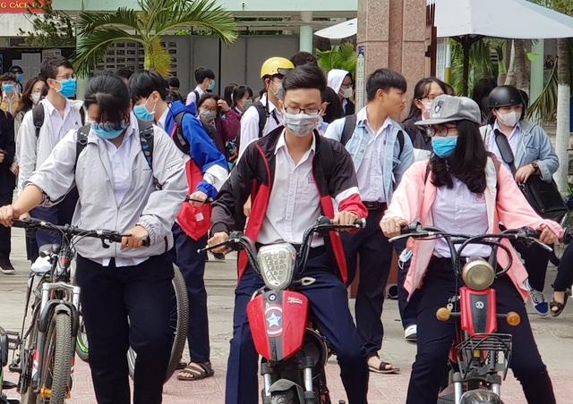 Khánh Hòa vắng hơn 1.000 HS trong buổi học đầu tiên sau đợt nghỉ tránh dịch - 1