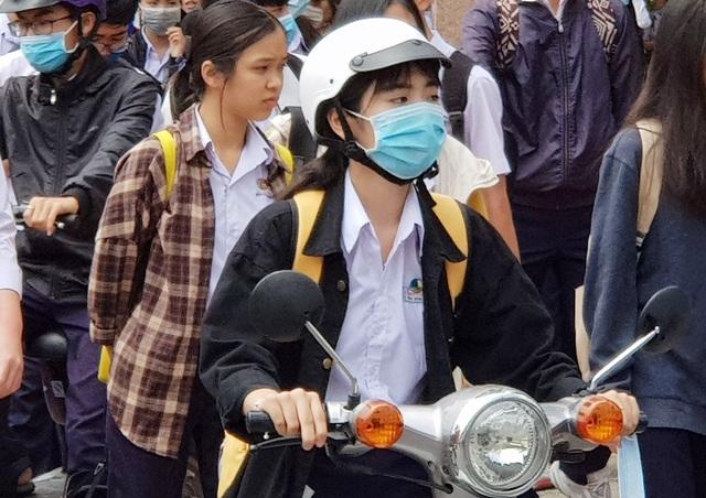 Khánh Hòa vắng hơn 1.000 HS trong buổi học đầu tiên sau đợt nghỉ tránh dịch - 2