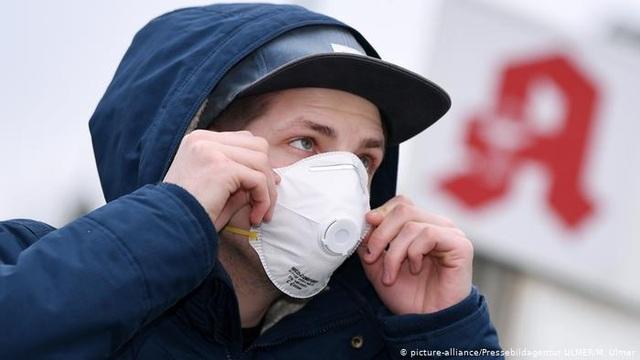 Người nhiễm virus corona tại Đức tăng gấp đôi trong 1 ngày - 1