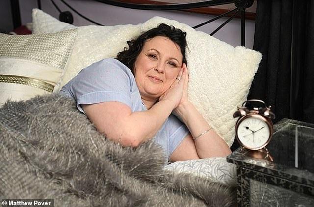 Bệnh lạ: Người phụ nữ đã ngủ là không thể tự thức dậy - 1