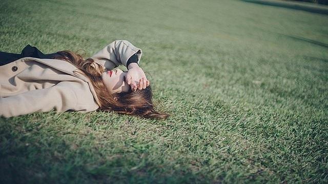 Những điều nên làm để tự giải thoát khỏi nỗi buồn sau chia tay - 1