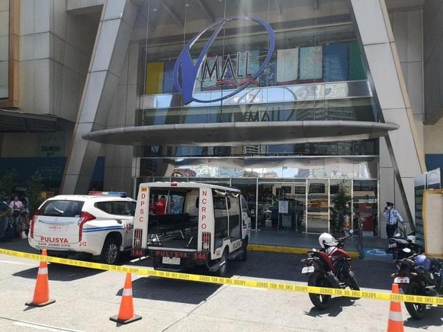 Nổ súng, bắt giữ 30 con tin ở trung tâm thương mại Philippines - 3